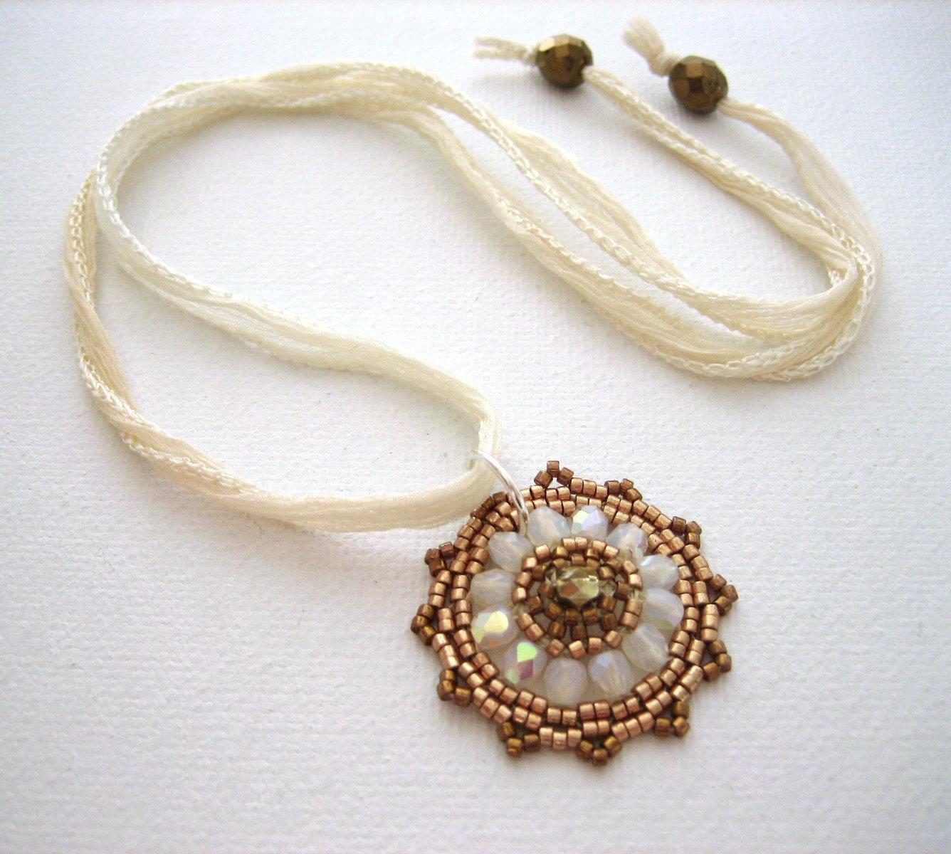 collier-collier-pendentif-fleur-en-perles
